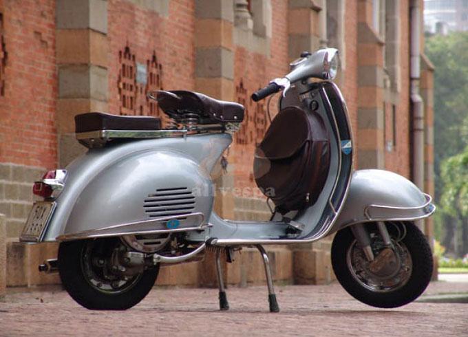 vintage-vespa-silver-vbb-150cc-1962